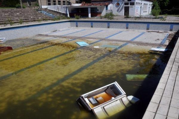 piscine abandonnee